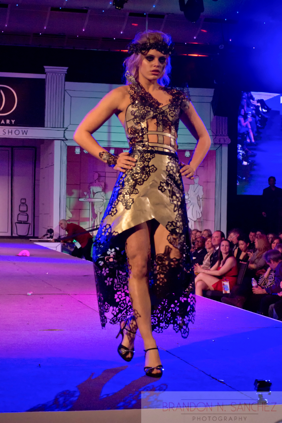 essay on fashion show This paper starts by contrasting two sets of imagery: from the 1990s, the luxurious, opulent and theatrical fashion shows of the fashion designer john galliano and.