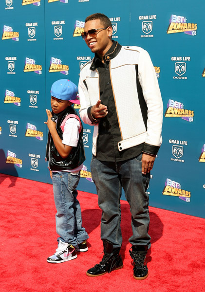 Best Male R&B Artist-Chris Brown's Hair, Jacket and Jeans at the BET Awards Chris Brown's arrival in cool sunglasses, white leather motorcycle jacket, jeans, and a pair of high-top leather […]