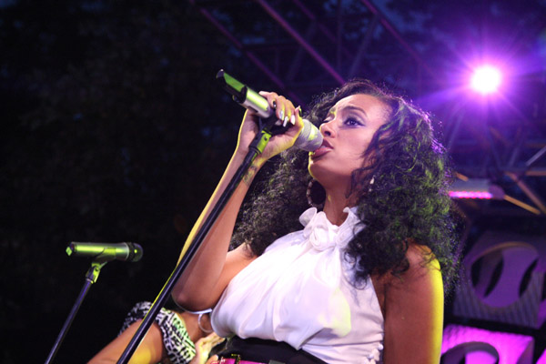 Solange Knowles singing