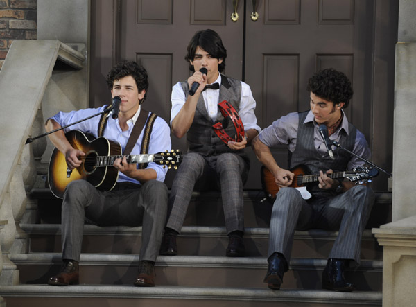 FirstClassFashionista would like to invite you to shop: DesignerClothes@FirstClassFashionista DesignerShoes@FirstClassFashionista DesignerHandbags@FirstClassFashionista *BOOKMARK THIS SITE* Official Celebrity Fashion and Gossip Website Live Perfomance photo of the Jonas Brothers at the 2008 […]