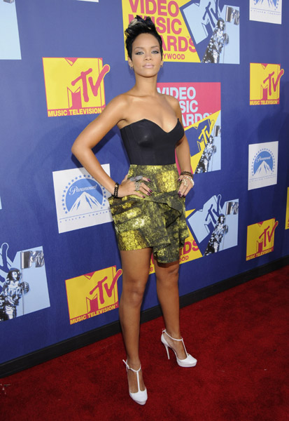 FirstClassFashionista would like to invite you to shop: DesignerClothes@FirstClassFashionista DesignerShoes@FirstClassFashionista DesignerHandbags@FirstClassFashionista *BOOKMARK THIS SITE* Official Celebrity Fashion and Gossip Website Rihanna on the red carpet of the 2008 MTV Video […]