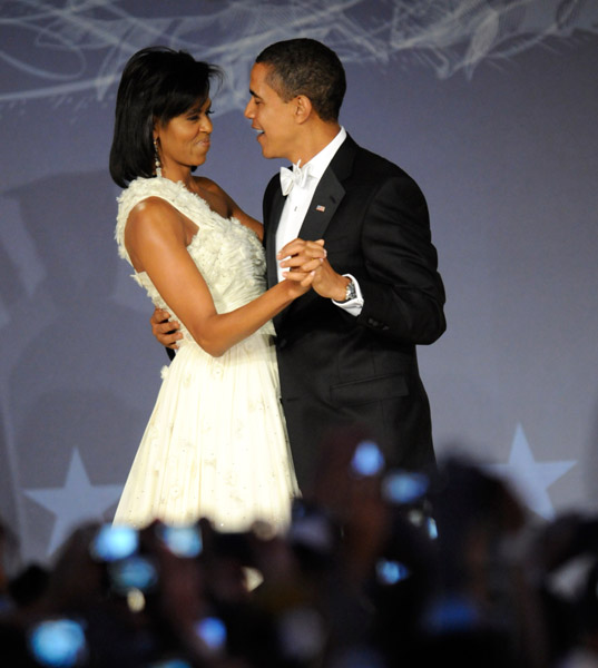 president-barack-obama-and-first-lady-michelle-obama-at-mtv-and-servicenations-be-the-change-live-from-the-inaugural-ball-at-the-washington-hilton111