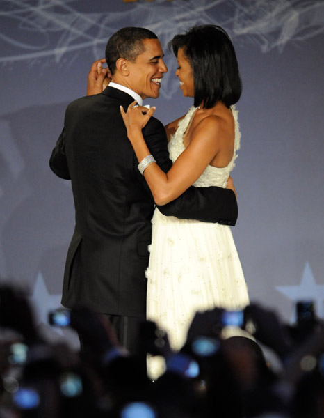 president-barack-obama-and-first-lady-michelle-obama-at-mtv-and-servicenations-be-the-change-live-from-the-inaugural-ball-at-the-washington-hilton3