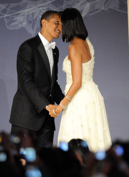 president-barack-obama-and-first-lady-michelle-obama-at-mtv-and-servicenations-be-the-change-live-from-the-inaugural-ball-at-the-washington-hilton8