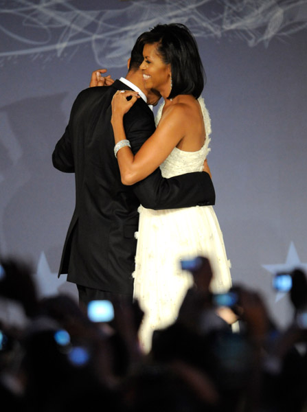 president-barack-obama-and-first-lady-michelle-obama-dance-at-mtv-and-servicenations-be-the-change-live-from-the-inaugural-ball12