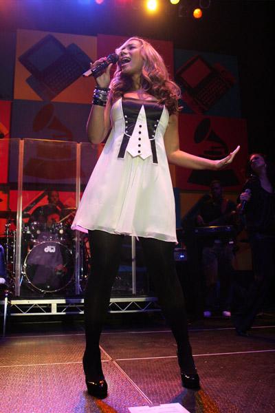 Leona Lewis' Hair & Dress