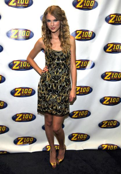 Taylor Swift attends Z100 Jingle Ball 2009