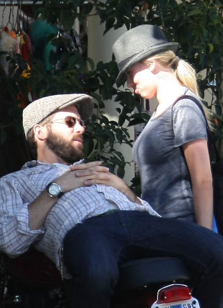 Scarlett Johansson and Ryan Reynolds Kissing