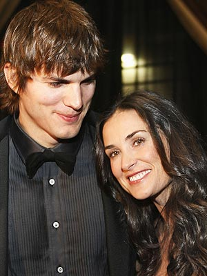 demi moore and ashton kutcher married. First Class Fashionista is where you ...