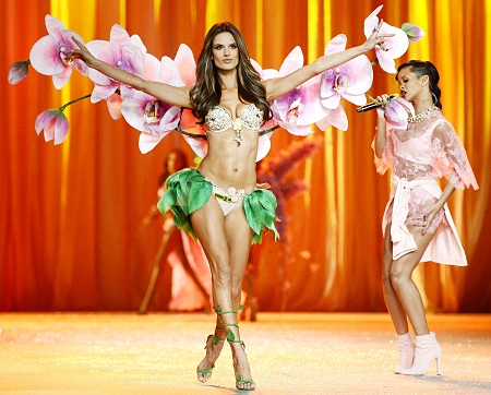victorias secret fashion show alessandra ambrosio
