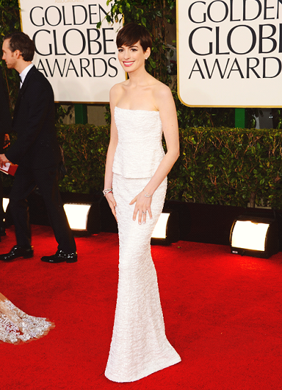 golden globe awards anne hathaway