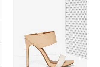 This year, I dare you to make everyone around you fall head over your heels. How so? By only wearing the classy and fabulous, of course. The nude heel. It […]